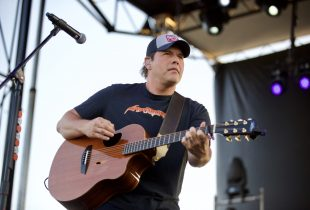 Rodney Atkins Bleeds Red, White + Blue At MuscleKingz [PHOTOS]
