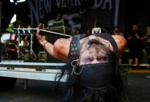New Years Day Fans Experience Intimate Gothic Metal Set At Warped Tour [PHOTOS]